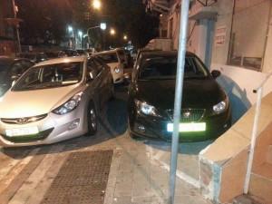 """מדרכה חסומה ברחוב מלצ'ט בת""""א. תצלום: מתוך דף הפייסבוק של דרור רוצה לעבור"""