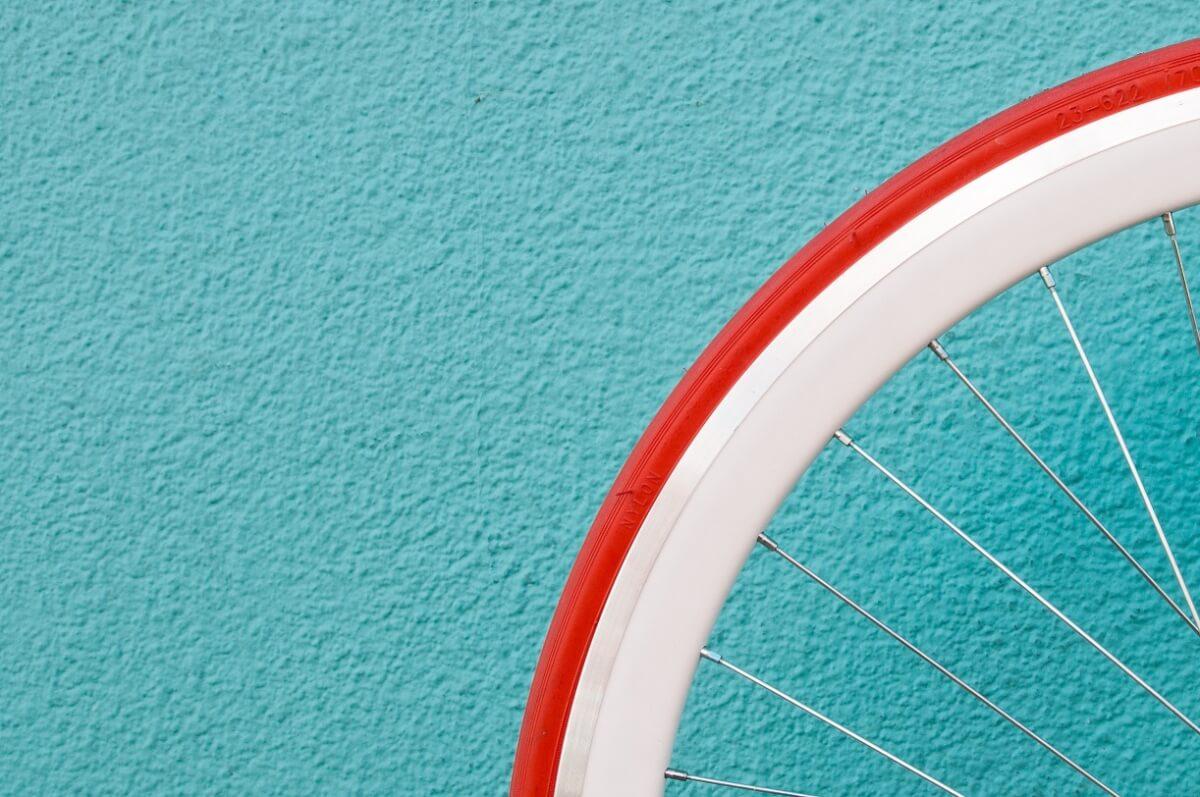 להילחם בתאונות, לא באופניים החשמליים