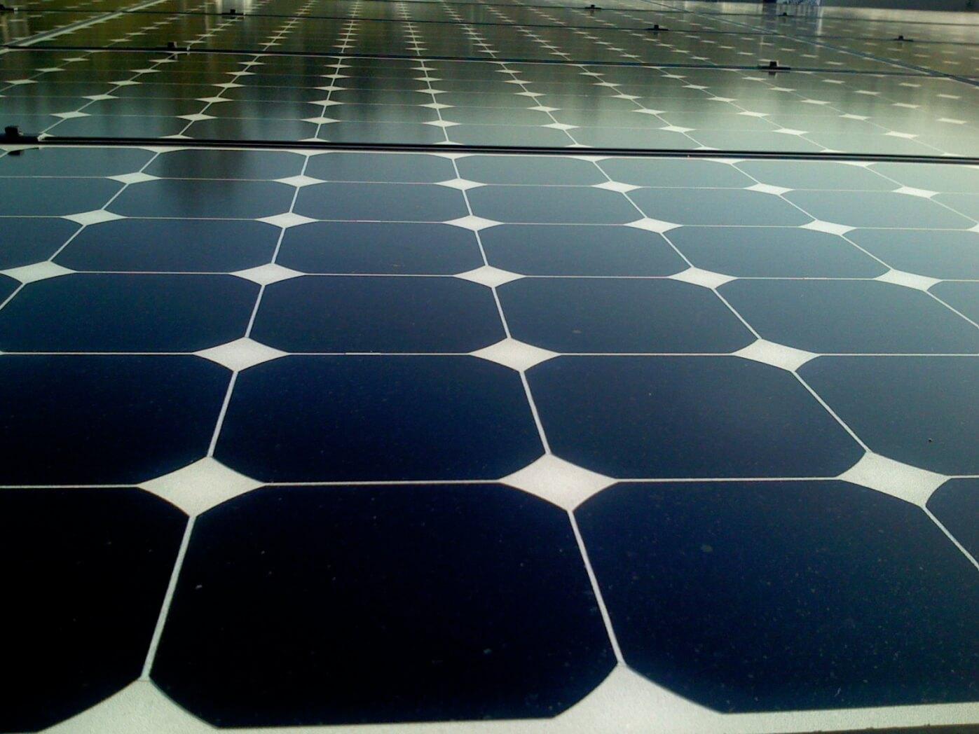 מקורות אנרגיה מתחדשים אינם יציבים ומספיק שיהיה יום מעונן בשביל להאט את ייצור החשמל מאנרגיית שמש. צילום: Jeremy Levine, flickr