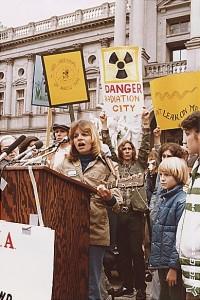 """הפגנה נגד אנרגיה גרעינית בארה""""ב, סוף שנות ה-70. תצלום: National Archives and Records Administration"""