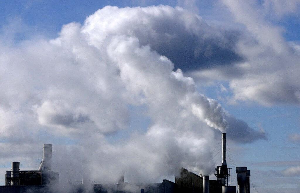 מפעלי תעשייה בכל העולם אחראים למרבית הפחמן הדו-חמצני הנפלט לאוויר. צילום: Kibae Park/Sipa Press