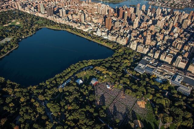 העיר, מקום מפגש יום-יומי בין האדם לטבע. צילום: Anthony Quintano, Flickr