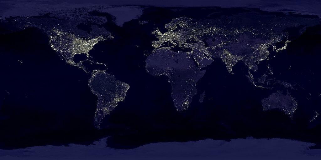 שני שלישים מאוכלוסיית העולם נמצאים באזורים שבהם רמת התאורה גבוהה מהתקן שנחשב זיהום אור. צילום: Data courtesy Marc Imhoff of NASA GSFC and Christopher Elvidge of NOAA NGDC. Image by Craig Mayhew and Robert Simmon, NASA GSFC