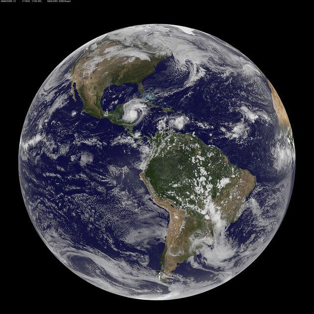 האוקיינוס מחבר את כל חלקי העולם ומזרים אליהם משאבים החיוניים לקיומם. צילום: NASA Goddard Space Flight Center, Flickr