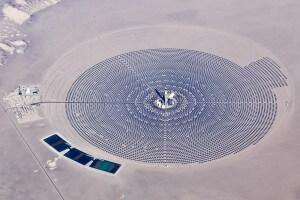 """חוות פאנלים סולאריים בארה""""ב. תצלום: Matt Hintsa.flickr"""
