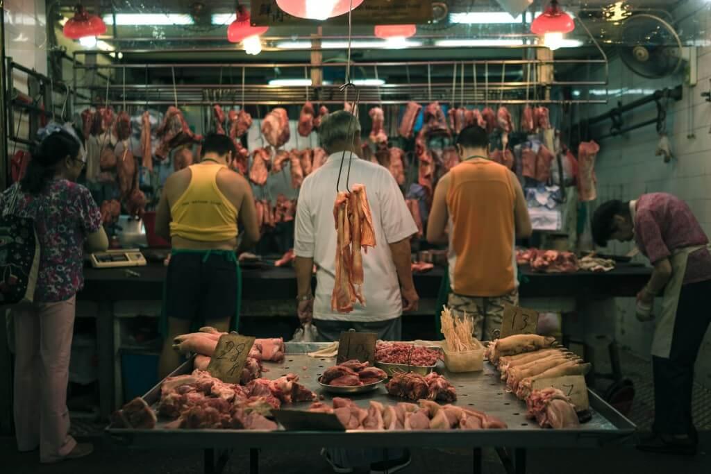 אטליז בשוק סיני. תצלום: Natalie Ng