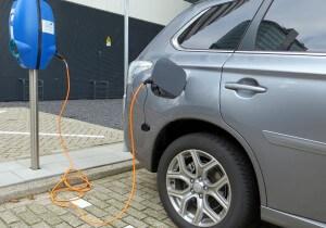 זמני טעינה ארוכים הביאו את מרבית הנהגים לחשוב שהרכב החשמלי לא יעמוד בדרישות התחבורה היומיומיות שלהם. צילום: xlibber, Flickr