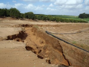"""סחף קרקע בעקבות גשם. משאב חשוב ולא בלתי נגמר. צילום: ד""""ר גיל אשל"""