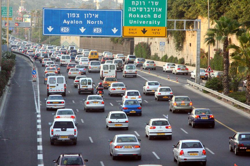 זיהום אוויר ממקור תחבורתי הוא התורם העיקרי לזיהום ולתחלואה והתמותה הקשורות בו. צילום: Beivushtang, Wikipedia