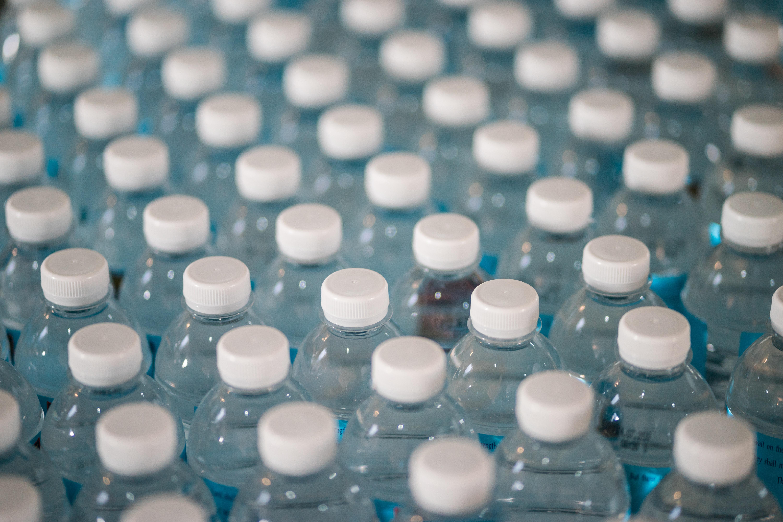 שותים פלסטיק